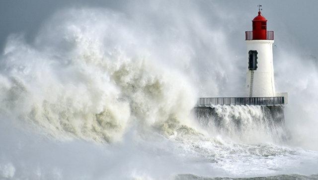 На юго-западе Франции без электричества осталось 250 000 человек