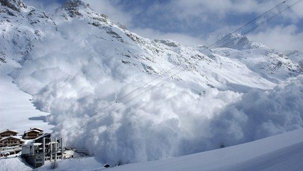 На горнолыжном курорте во Французских Альпах сошла лавина