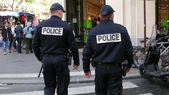 Двоих русских туристов под Парижем ограбили на сто тысяч евро