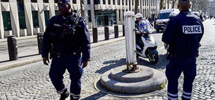 В Париже полицейский застрелил преступника, вооруженного ножницами