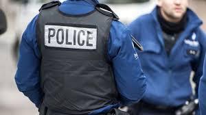 Во Франции вор-рецидивист застрял в витрине магазина
