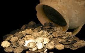 Французская семейная пара нашла в подвале своего дома клад монет