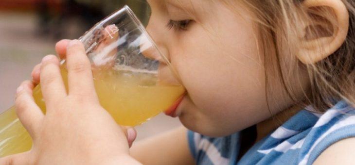 Педиатры рассказали о вреде соков для детей