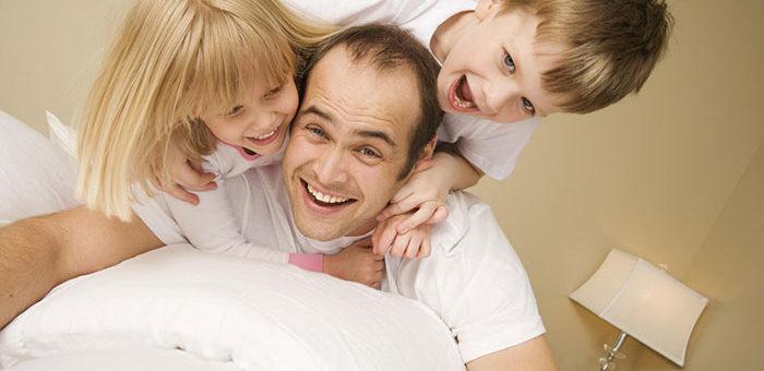 Мозг пап по-разному реагирует на сыновей и дочерей