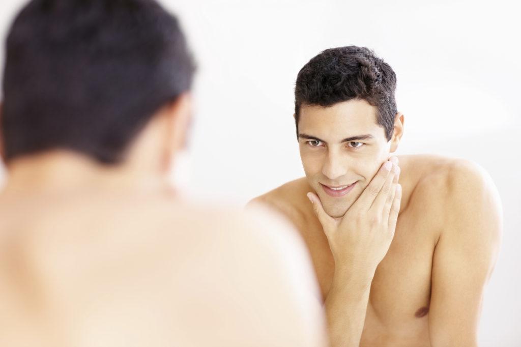 Различные типы средств после бритья для мужчин